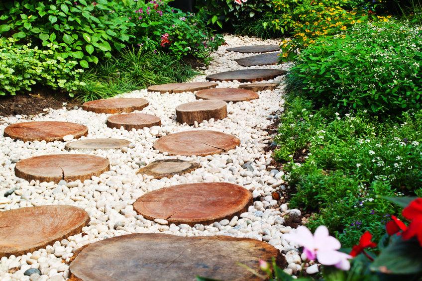 2 astuces imparables pour réussir l'installation des galets dans son jardin